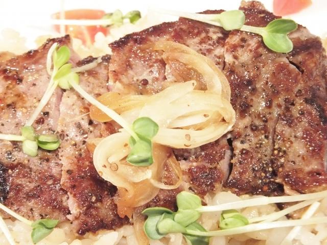 肉や油料理の口直しに良いかいわれ大根