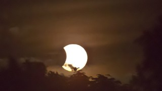 部分日食の撮影方法は?時間帯と場所と肉眼観測の注意点も要チェック!