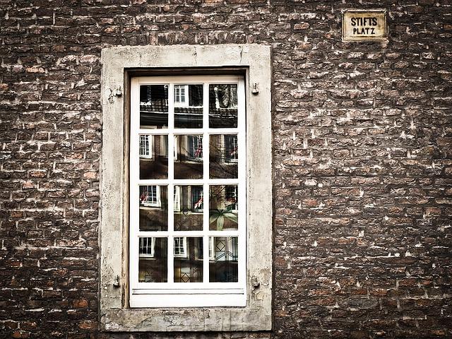 window-1152243_640