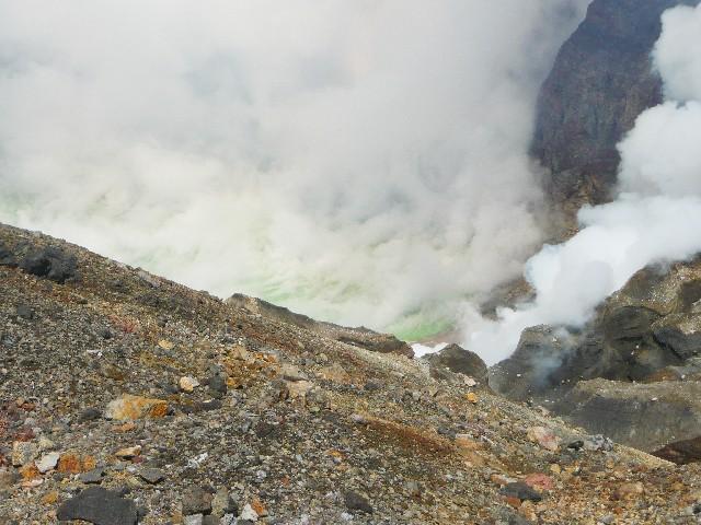 阿蘇山の噴火口
