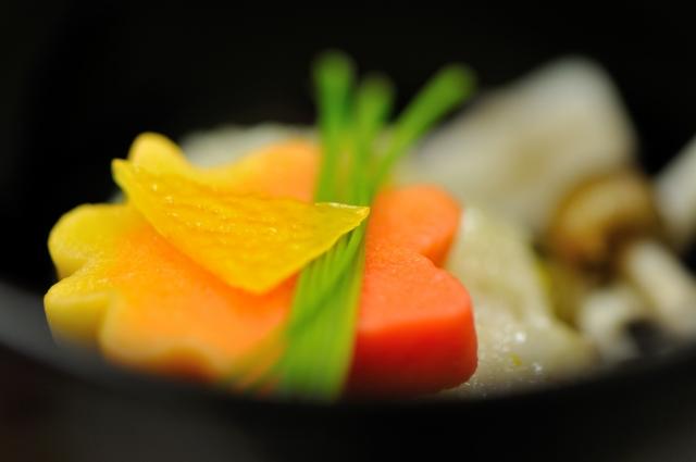 ゆずを使った日本料理の香りづけ