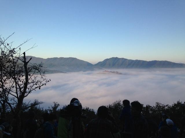 天空の城「竹田城跡」の雲海と酒井和歌子
