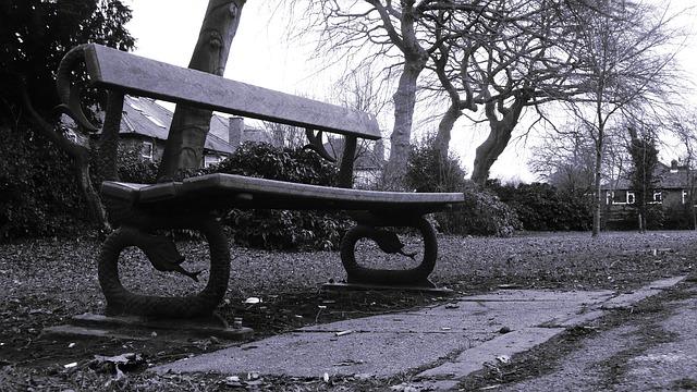 bench-20957_640