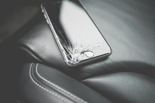 iPhoneのガラスのひび