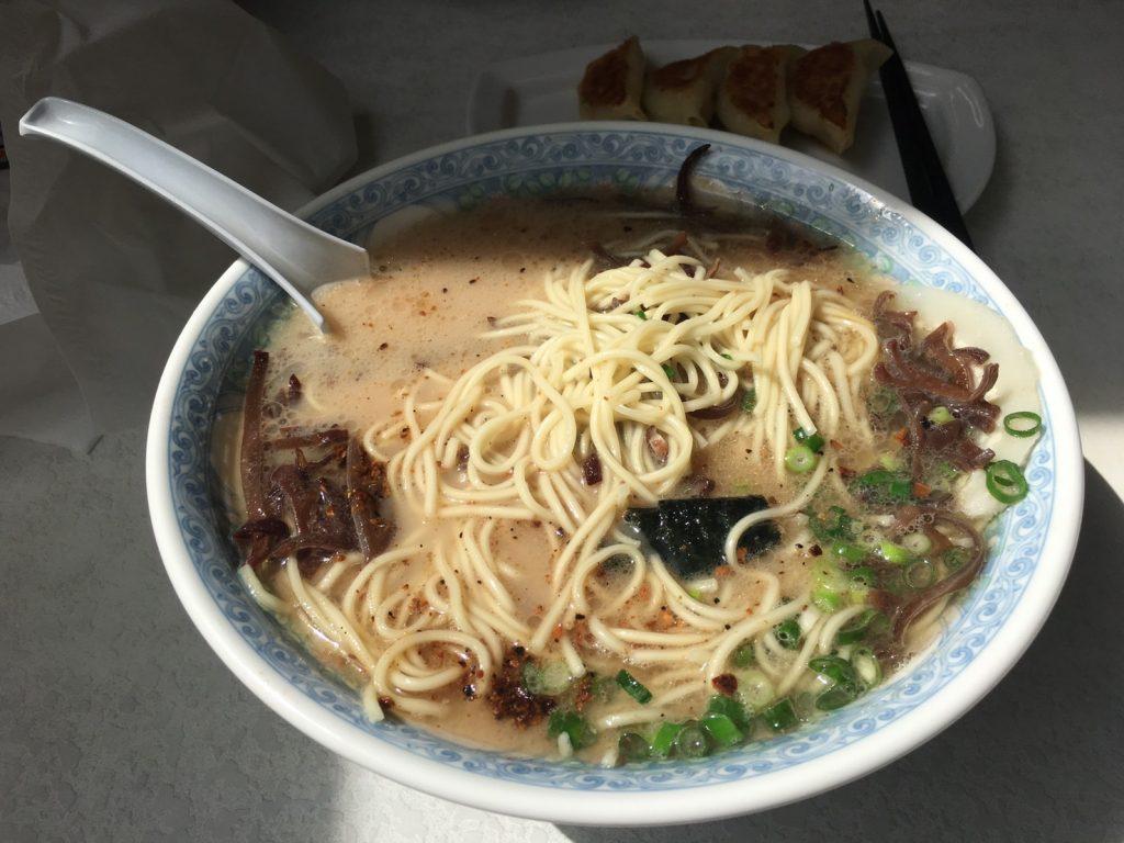 桃苑のラーメンの麺